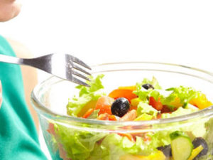 お昼はサラダ&ノンカフェインのあるお店で友人仲間と久々新宿でランチ