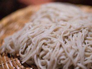 蕎麦粉だけを使用した「十割そば」を豚ロース肉を鶏ガラスープ仕立てしゃぶしゃぶ風にしていただきました