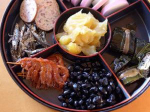 おせち料理の伊達巻、栗きんとん、黒豆、甘くて本当においしかった!