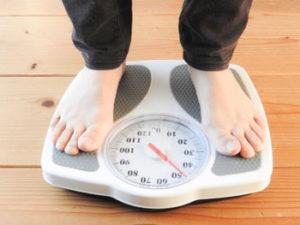 自宅にもどって、恐る恐る体重計にのってみました。えーーー、プラス1.5㎏も体重増加!
