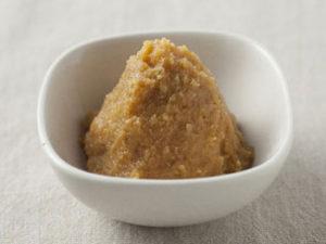 >ちゃんちゃん焼風にした「鮭のホイル焼き」を弁当に入れてランチタイム</