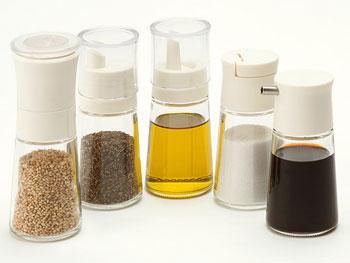 サラダやお料理に使う、調味料やドレッシング、ソースなどを見分けること